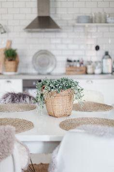 Keittiö arkistot - Page 3 of 48 - Uusi Kuu Kitchen Dining, Kitchen Decor, Dining Room, Country Kitchen, Kuu, Table Decorations, Cooking, Interior, Kitchens