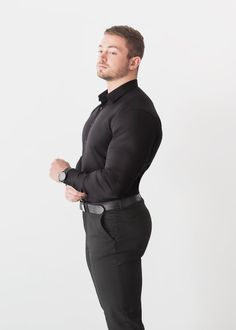 Shirts for guys with Muscle. Shop our muscle fit shirts - exclusively at Tapered Menswear. Baggy Shirts, Old Shirts, Stylish Men, Men Casual, Just Beautiful Men, Tight Suit, Fitted Dress Shirts, Muscular Men, Well Dressed Men
