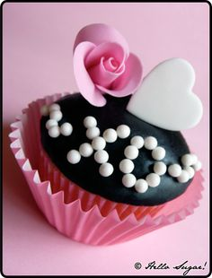 I love this cupcake, just so creative and pink and out of the box