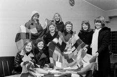 Mer enn 250 lapper! Klasse 7a ved Ila skole hadde strikket og heklet lapper og sydd dem sammen til tre flotte lappetepper. De ble gitt til N...