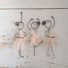 giacometti skulpturen - wire doll craft project for kids Afbeeldingsresultaat voor muñecos de alambre y papel Personal Projects Make a wire person shape to use anyway you want. I could use it to make mummies sculpture à la Giacometti Armature with paper Wire Crafts, Diy And Crafts, Crafts For Kids, Arts And Crafts, Sculptures Sur Fil, Wire Art Sculpture, Sculpture Ideas, Ideias Diy, Diy Art