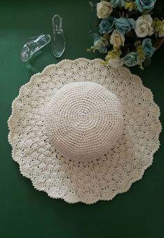 Crochet Clothes, Crochet Hats, Hand Knitting, Knitting Patterns, Sombrero A Crochet, Summer Hats, Crochet Fashion, Crochet Flowers, Crochet Bikini