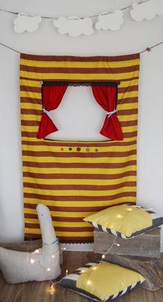 """Teatro delle marionette di porta """"Bumblebee in spiaggia"""""""