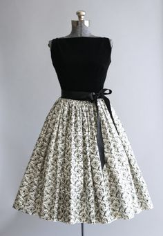 1950's Black & White Floral Dress With Waist Tie