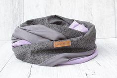 """Schal Loop """"TRICOLOR"""" aus Jersey in GRAU, Romanit-Jersey in LIGHT-PURPLE und Baumwoll-Jeans in SCHWARZ-WEISS  Der Loop kann zweimal um den Hals gelegt werden. Der Material-Mix verleiht dem Schal eine lockere & interessante Dynamik. Die unterschiedlichen Materialien schmiegen sich sehr schön ineinander.  Der Schal dient auch als Sichtschutz & Ruhezone beim Stillen – Stillschal.  Passender Beanie: Beanie Mütze UNI light-purple"""