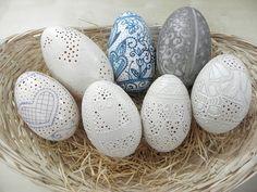 Czech Easter Egg TRAVLENKI etched goose by DesignEggsbyGOPA
