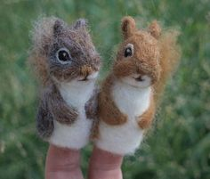 Little needle felt squirrel finger puppet. Fun for storytelling in autumn or anytime. Choose red or grey. So soft on your fingers, made of wool and alpaca.