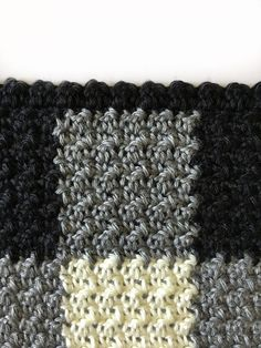 Who knew that making crochet look like a gingham pattern could be so simple? This crochet griddle stitch gingham blanket is simple once you learn to carry