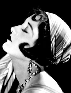 Joan Crawford photographed by Clarence Sinclair Bull for The Unknown (1927)