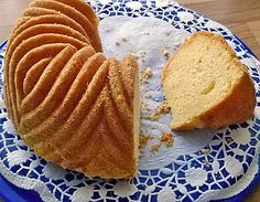Joghurt - Zitronen - Gugelhupf, ein sehr leckeres Rezept aus der Kategorie Kuchen. Bewertungen: 282. Durchschnitt: Ø 4,3.