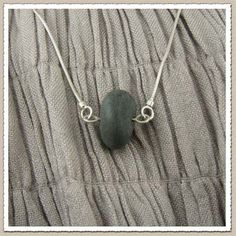 rock jewelry-I would like to try and make it just a little bit simpler, with just a fabric string? This will need a bit of experimenting Rock Jewelry, Stone Jewelry, Jewellery, Jewelry Ideas, Jewelry Design, Natural Jewelry, Beach Stones, Craft Business, Awesome Stuff