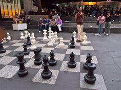 schaken op straat/ in openbare ruimte.
