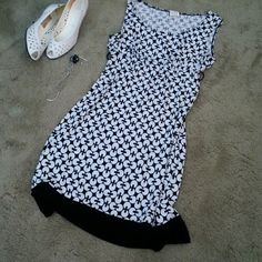 Dress Sleeveless white & black geometric pattern.poly spandex, easy to wear (belt missing). Maurices Dresses