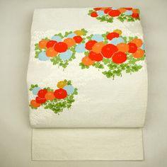 White, silk nagoya obi / 【名古屋帯】正絹/つづれ地/銀色/オレンジ色/刺繍の光琳菊柄/お太鼓柄/八寸 【リサイクル着物 きもの…