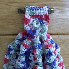 A free crochet pattern for a fan kitchen towel. The crocheted kitchen towel uses about 4.5 oz. of cotton yarn and can be worked up in a few hours.