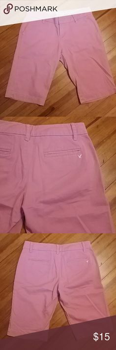 American Eagle Bermuda shorts Pretty dusty rose pink Size 2. 100% cotton Like new condition American Eagle Outfitters Shorts Bermudas