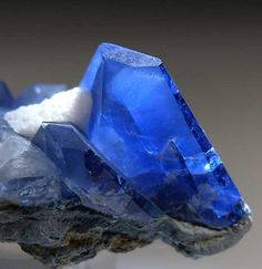 Benitoite from Gem Mine, San Benito Co., California                                                                                                                                                                                 Más