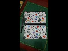 Porta jaleco passo a passo - YouTube Sew Wallet, Samar, Sewing, Jeans, Youtube, Pattern Sewing, Sewing Tips, Canvas, Patchwork Fabric