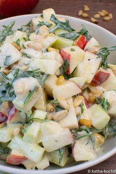 and kohlrabi salad with rocket - Katha cooks! - Apple and kohlrabi salad with arugula and pine nuts -Apple and kohlrabi salad with rocket - Katha cooks! - Apple and kohlrabi salad with arugula and pine nuts - Pine Nut Recipes, Apple Salad Recipes, Raw Food Recipes, Brunch Recipes, Beef Recipes, Chicken Recipes, Healthy Recipes, Recipes Dinner, Healthy Food