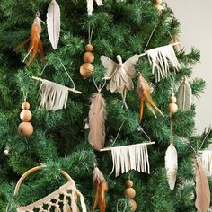 Love this boho style Christmas tree in @yourhomeandgarden latest issue.  Ceramic feathers and wooden ball decorations from Shut the Front Door. #yourhkmeandgarden #christmastree #bohochristmas #shutthefrontdoorstore