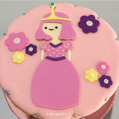 Princess Bubblegum as her younger self Adventure Time cake Adventure Time Cupcakes, Adventure Time Birthday, Adventure Time Parties, Adventure Time Princesses, Princess Adventure, Torta Princess, Cool Cake Designs, Oktoberfest Party, Star Cakes
