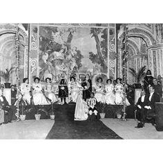 LOS JUEGOS FLORALES DE MURCIA. LA REINA DE LA FIESTA, SRTA. SOLEDAD, RODEADA DE SU CORTE DE AMOR 1910.: Descarga y compra fotografías históricas en | abcfoto.abc.es