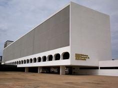 ... video with Oscar Niemeyer Brazilian Architect Chicquero Design Italy #architecture #oscarniemeyer Pinned by www.modlar.com