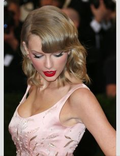 Taylor swift at the MET Gala 2014