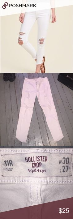 🎉🎉Stylish Hollister Jeans🎉🎉 White distress Hollister Jeans ... They are beautiful high rise skinny jeans !!! Only worn it like 2 times✅✅  They just hug your body so perfect ‼️‼️ Hollister Jeans Skinny
