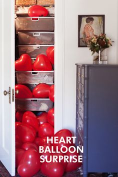 Heart Balloons in a Closet, valentines surprise Valentines Surprise, Valentines Day Party, Valentine Day Love, Valentines Day Decorations, Valentines Balloons, Diy Valentine, Balloon Surprise, San Valentin Ideas, Fiestas Party