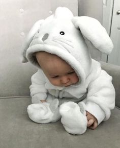 Baby clothes should be selected according to what? How to wash baby clothes? What should be considered when choosing baby clothes in shopping? Baby clothes should be selected according to … So Cute Baby, Baby Kind, Cute Baby Clothes, Cute Kids, Cute Babies, Cute Baby Onesies, Funny Babies, The Babys, Baby Spa
