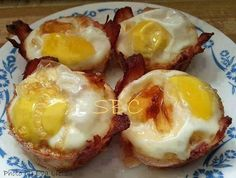 Lazy Eggs I highly recommend you try these out the next time you are craving something different for your breakfast. They'd even be great for a brunch. Here's what you do: Spray each muffin well. Great Recipes, Keto Recipes, Cooking Recipes, Cooking Eggs, Eggs In Muffin Tin, Muffin Tins, Lazy Egg, Low Sugar Diet, Ham And Eggs