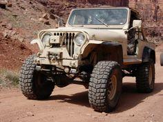 1982 Jeep CJ-8, desert sand and Nutmeg