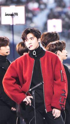 He low key looks like Sehun. K Pop, Pop Bands, Fandom, Pentagon Members, Dream Concert, Kpop Memes, Into The Fire, E Dawn, Entertainment