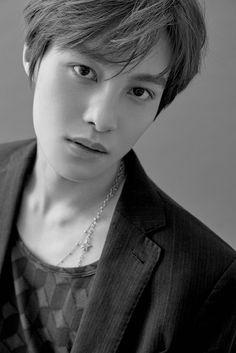 ICYMI: S.M.ROOKIES выпустили красивые снимки профиля участника Янян! #Корея #SMROOKIES #Янян