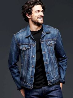 35 Simple Look Denim Jacket Idea for Men Outfit is part of Blue denim jacket outfit - This jacket is crafted with a small quantity of stretch for supreme wearabilty The denim jacket's been around for quite […] Blue Denim Jacket Outfit, Black Jeans Outfit, Levi Denim Jacket, Oversized Denim Jacket, Denim Man, Blue Jeans, Rugged Style, Stylish Jeans, Men's Coats And Jackets