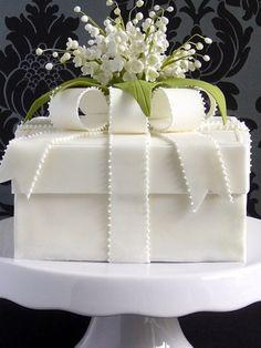 Cupcake wedding present cake cupcakes frosting idea Green Cake pops Gorgeous Cakes, Pretty Cakes, Cute Cakes, Amazing Cakes, Beautiful Cake Designs, Fancy Cakes, Crazy Cakes, Pink Cakes, Present Cake