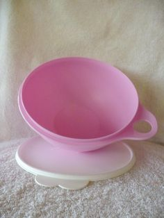 Tupperware Thatsa Bowl Mini 6 Cup Pink by Tupperware. $10.05. Easy use tab.. Perfect for small mixes. Great tool for teaching that special child in your life how to cook!. Dishwasher Safe.. Holds 6 cups. Tupperware Thatsa Bowl Mini 6 Cup Pink