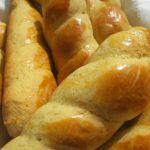 Koulourakia are traditional Greek biscuits that can be eaten all year round, however, they are very popular during the Easter period. Tufo Recipes, Greek Recipes, Easter Recipes, Cooking Recipes, Recipies, Greek Sweets, Greek Desserts, Thit Nuong Recipe, Koulourakia Recipe