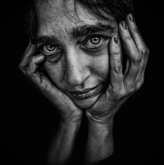 julia by Lee Jeffries - Photo 151929909 - Emotional Photography, Face Photography, Creative Photography, Street Photography, Lee Jeffries, Black And White Portraits, Black White Photos, Black And White Photography, Photo Portrait