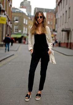 It Girl - macacao-preto-regat-sandalia-jaqueta - macacão - Meia Estação - Street Style