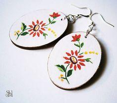 Červené folklórne oválne Wedding Accessories, Decoupage, Decorative Plates, Folk, Tableware, Handmade, Home Decor, Dinnerware, Hand Made
