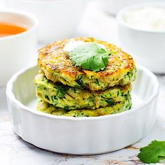 Low Carb Zucchini-Ricotta-Pancakes mit Quark-Dip