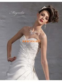 Sweetheart Princess Applique Satin White Customized Wedding Gowns Dress 2013