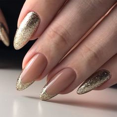 Top 40 Golden Nail Ideas You Must Stunning Gold Nail Art Designs Trends Gold Nail Art designs are nails arts that have golden color nail paint or golden glitter nail paints used on them, for the gold impact. Gold nail polish not solely adds bl Golden Nail Art, Golden Nails, Simple Gel Nails, Classy Nails, Gel Nail Art Designs, French Nail Designs, Nails Design, Pink Gel, Uñas Fashion