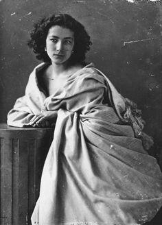 Sarah Bernhardt, photographer : Nadar, 1860's.