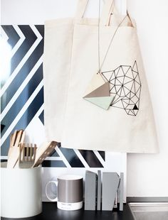 triangles necklace - weekday carnival