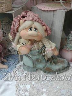 .: algunas cositas lindas q encontre para navidad!!!! Christmas Elf, Christmas Tree Ornaments, Christmas Crafts, Doll Toys, Baby Dolls, Soft Dolls, Soft Sculpture, Fabric Dolls, Doll Face