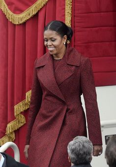 Michelle Obama wears chic red dress and matching coat to Trump inauguration. Michelle Obama Fashion, Michelle And Barack Obama, Barack Obama Family, Obamas Family, Presidente Obama, Malia And Sasha, American First Ladies, First Black President, Women Lawyer