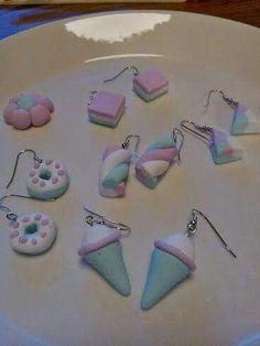 Fimo-massa korut, lasten kanssa askartelua, diy candy earring Diy Earrings, Candy, Fimo, Earrings Crafts, Sweets, Candy Bars, Chocolates
